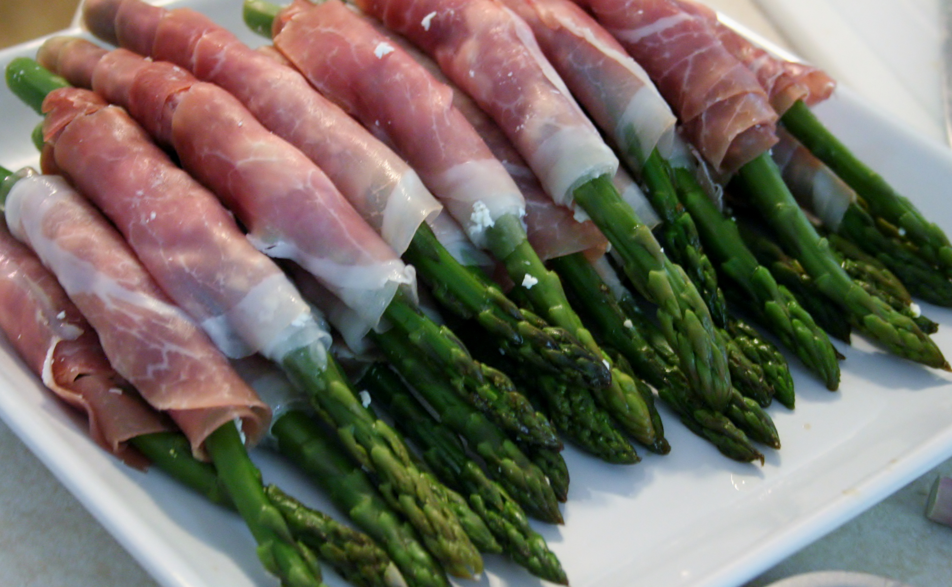 Drunken Asparagus with Feta and Prosciutto #SundaySupper